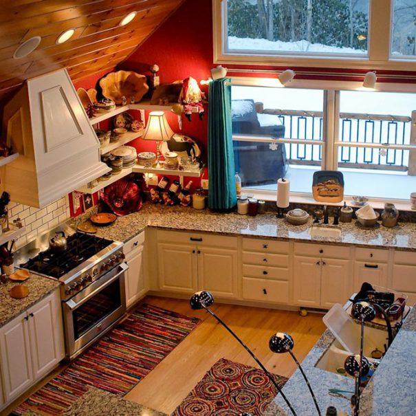 Main Level Kitchen & Dining Area